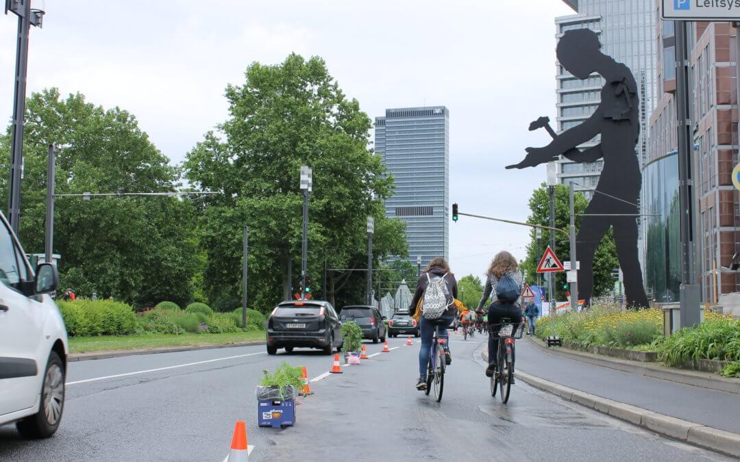 Popup Bikelane, die zweite: Damit aus der Autolawine eine Fahrradlawine wird